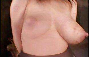 Sexy sous le bureau taquine montrant film porno en francais streaming des bas sur des bas de nylon