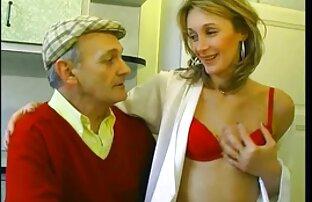 Helena aux gros seins a frappé erotique francais gratuit dans une position différente