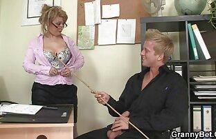 Summer Cummings joue avec ses pornot fr gros faux seins